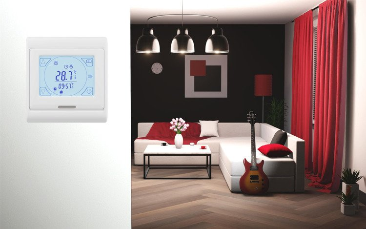 Thermostat with Touchscreen and weekly programmer AD77